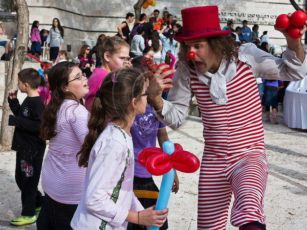 Clowns entertain children from the south of Israel as they take a break from warfare and air-raid sirens visiting the Jerusalem Theatre for Performing Arts for the day. Jerusalem, Israel. 18-Nov-2012.<br /> <br /> The Jerusalem Theatre for Performing Arts hosts 450 children from the south of Israel, under fire of Hammas rockets, for a break and change of atmosphere. Children are treated to street performances, lunch and a play.
