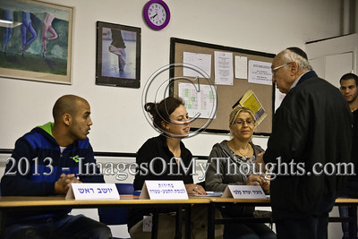 Minister of Justice, Professor Yaakov Neeman, first in line to vote at this voting station, finds himself extremely irritated with a 40-minute delay in opening, promising to file a formal complaint with Central Elections Committee. Jerusalem, Israel. 22-Jan-2013.  The 19th Knesset elections are underway in Israel at 10,128 voting stations for 5,656,705 eligible voters. Reigning PM Netanyahu and the Likud Beteynu Party are expected to win the elections but with perhaps weakened political powers.