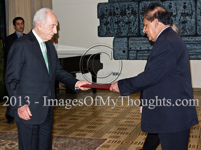 Mr. Sarath Devesena Wijesinghe, newly appointed Democratic Socialist Republic of Sri Lanka Ambassador to Israel, presents his Letter of Credence to the President of the State of Israel, Shimon Peres, in a formal ceremony at the President's Residence. Jerusalem, Israel. 28-Feb-2013.