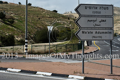 Signs indicate one of the entrances to Maale Adumim in Hebrew, Arabic and English. Maale Adumim is a city with a population of about 40,000, the 3rd largest settlement in the West Bank. Maale Adumim, Israel. 4-March-2013.  E1 area is an obstacle to be overcome in any future peace accord between Israel and the Palestinians. E1 may either determine a continuous Israeli population between Jerusalem and Maale Adumim or a contiguous Palestinian state from North to South.