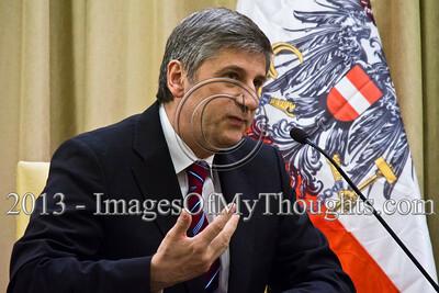 Israeli President Peres hosts Austrian Foreign Minister Spindelegger