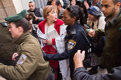 Tension peaks at the Kotel with Women of The Wall on the 1st of Iyar