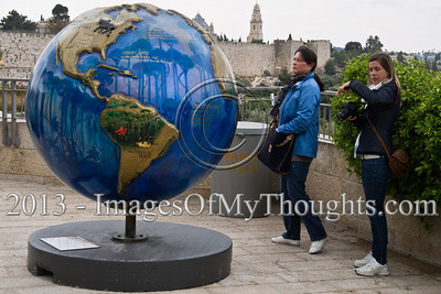 Cool Globes installation in Jerusalem calls for environmental action