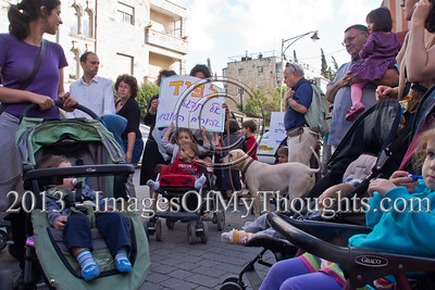 Baby stroller protesters demand subsidized afternoon childcare