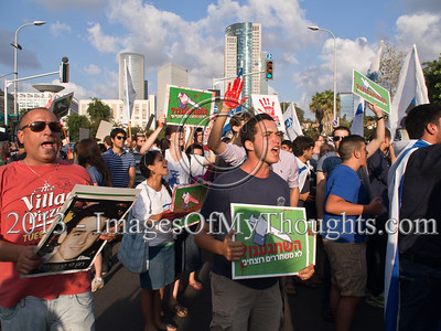 Israelis Protest Planned Palestinian Prisoners Release