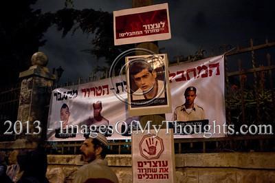 'Black Umbrellas March' Against Palestinian Prisoners Release