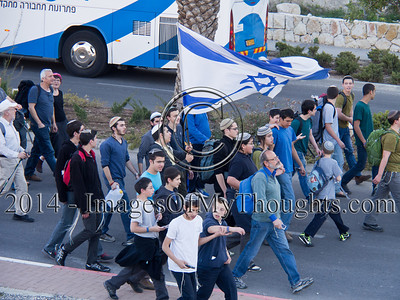 Rabbis and Politicians Lead Thousands in March to West Bank E1 Territory
