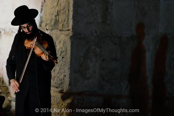 Violinist Plays at Jerusalem's Jaffa Gate