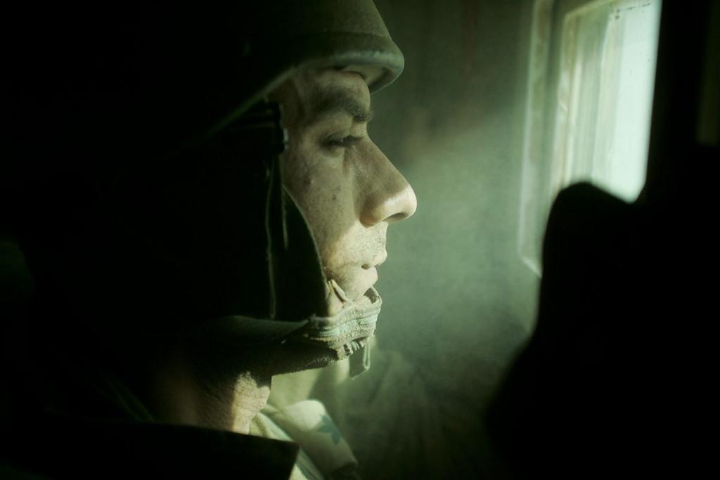 """מח""""ט גבעתי יואל סטריק מצולם בחדר המבצעים ובסיור בעזה"""