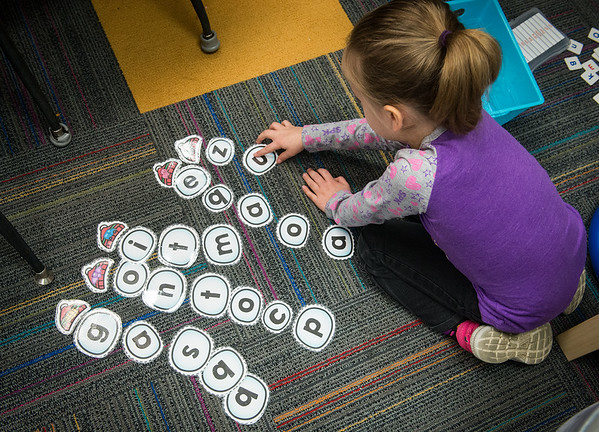 Globe/Roger Nomer<br /> Rylee Baker works on letter combinations during kindergarten on Thursday at Kelsey Norman Elementary.