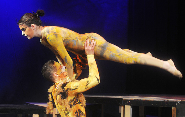 """Globe/Roger Nomer<br /> Hanna Wade, as Electra, and Sage Brown, as Mungojerrie, rehearse for a performance of """"Cats."""""""