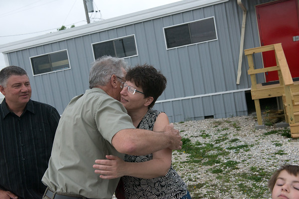 Globe/Roger Nomer<br /> Joe, Millie and CJ, 7, Copper say goodbye to Sid Melton at the Route 66 Hostel on Tuesday. The family was traveling home to Clark, Wyo.