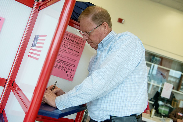 Globe/Roger Nomer<br /> Bob Headlee votes in Tuesday's election at the Missouri Southern Justice Building.