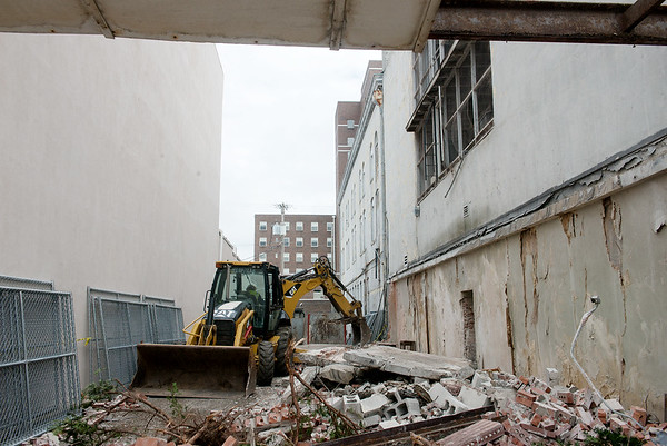 Globe/Roger Nomer<br /> Demolition continues at Fourth and Broadway in Pittsburg for the Block 22 project on Tuesday.