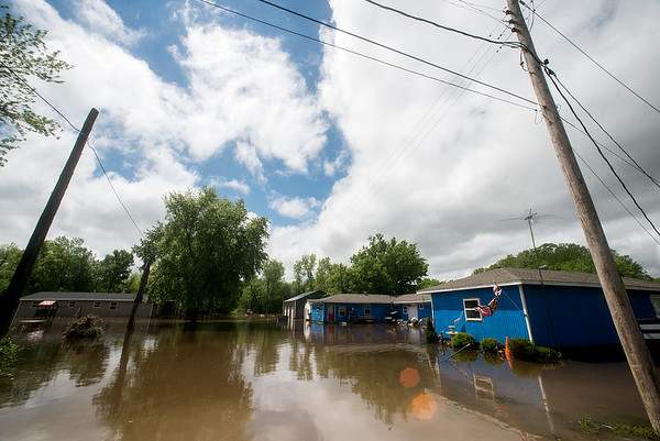 Globe/Roger Nomer<br /> Floodwaters continue to rise and fall in Kendricktown on Sunday afternoon.
