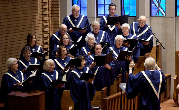 "The First Community Church Choir raise their voices in song to ""Communion Alleluia"" during Maunday Thursday Service on Thursday night at First Community Church. The service is one of many planned services in local houses of worship throughout the area this weekend.  <br /> Globe 