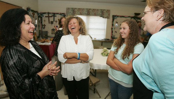 Globe/Roger Nomer<br /> (from left) Tabassum Saba, from the Islamic Society of Joplin, talks with Renee and Grace, 15, white, and Ramona Shields, all from St. Philips Episcopal Church during an interfaith iftar dinner at St. Philips on Wednesday evening.