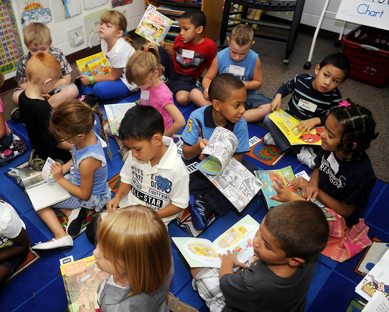 Globe/Roger Nomer<br /> Kindergarten students at Cecil Floyd check out their new books on Wednesday morning.