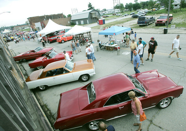 Globe/Roger Nomer<br /> Visitors to downtown Galena check out the classic car show during the Route 66 International festival on Friday.