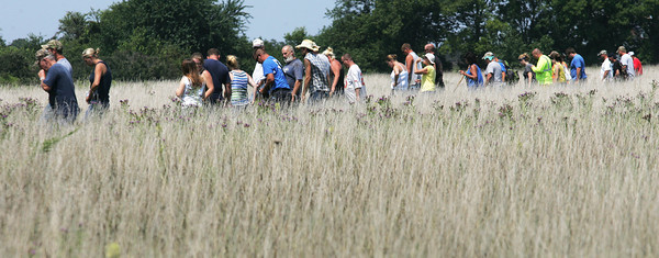 Globe/Roger Nomer<br /> Eighty-five searchers comb a field near 100th Lane, west of Golden City, on Wednesday afternoon.  The body of Adrianna Horton was later found by the team near railroad tracks.