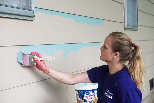 Globe/Roger Nomer<br /> Ashley Logsdon helps paint on Wednesday morning with Brush of Kindness in Carl Junction.
