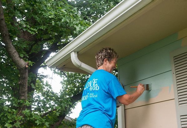 Globe/Roger Nomer<br /> Becky Browne helps paint on Wednesday morning during a project with Brush of Kindness.