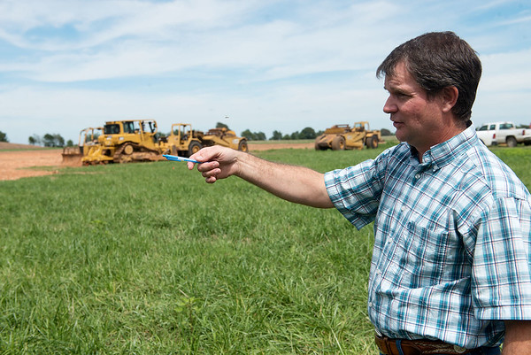 Globe/Roger Nomer<br /> John Kleiboeker talks about expanding his farm near Pierce City during a meeting on Thursday.