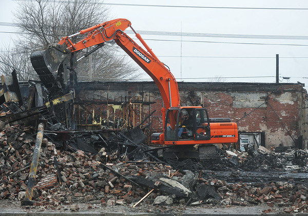 Globe/Roger Nomer<br /> An excavator cleans up the wreckage of a building at 16th and Main following last night's fire.