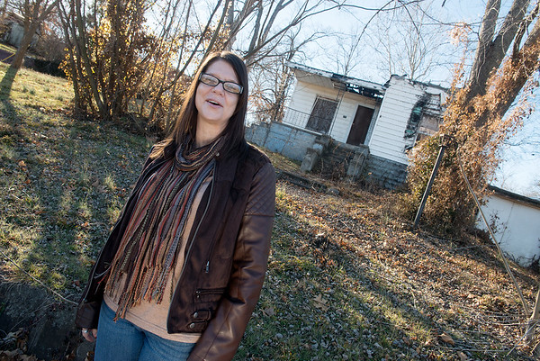Globe/Roger Nomer<br /> Ally Barnes, economic development director for Sarcoxie, talks about an abandoned building on Seventh Street in Sarcoxie on Thursday.