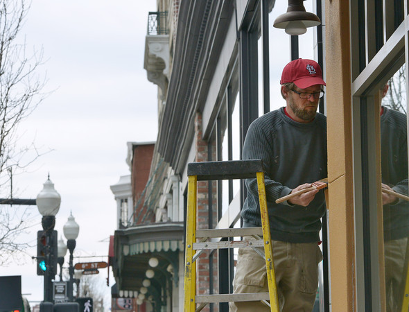 Globe/Roger Nomer<br /> Trevor Conrow, with the Jeff Neal Group, paints a building near 6th and Main on Tuesday morning.