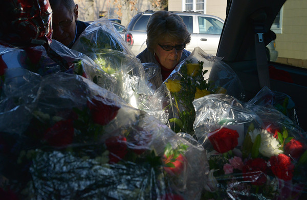 Globe/Roger Nomer<br /> Bob Fry and Glenda Green makes some last minute arrangements to their vehicle's load of flowers as she delivers for Higdon Florists on Thursday.