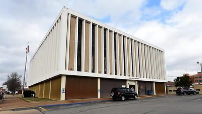 The Jasper County Courts Building sits near 6th and Pearl streets on Friday. Globe | Laurie Sisk