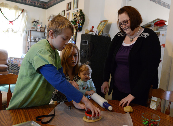 Globe/Roger Nomer<br /> Krista Stark makes cookies with her children James, 11, Reannon, 14, and Jadeyn, 11 months, on Tuesday afternoon.
