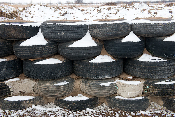 Globe/Roger Nomer<br /> Jimmie Carter is using tires for the interior walls of his house near Jasper.