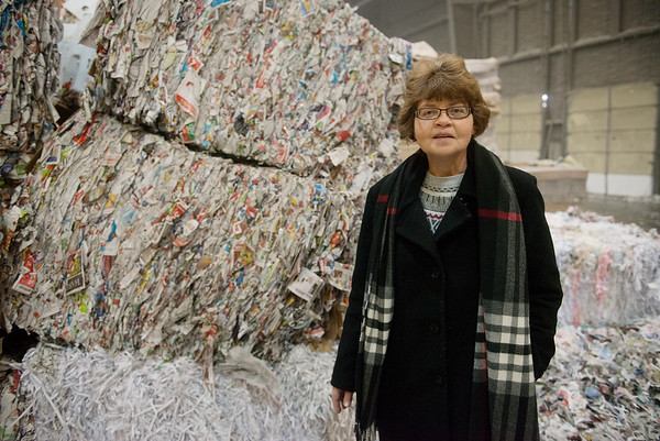 Pat Grubb talks about materials used for recycling at Fiberlite on Thursday.<br /> Globe | Roger Nomer