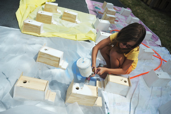 Globe/Roger Nomer<br /> Elizabeth Reaves, 9, paints birdhouses as she helps prepare for VBS at the 26th and Conneticut Church of Christ on Monday morning.  The church will hold its one-day VBS on Aug. 4.