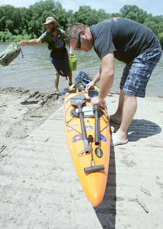 Globe/Roger Nomer<br /> Faron Hembree, right, helps his brother Will unload his Kayak at Twin Bridges State Park on Tuesday.