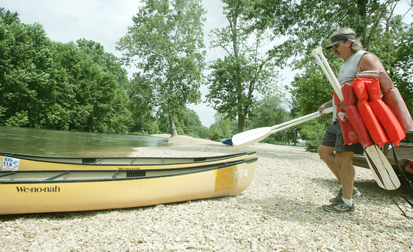 Globe/Roger Nomer<br /> Mike Reynolds helps prepare a boat for launch at Big Elk Campground on Tuesday.