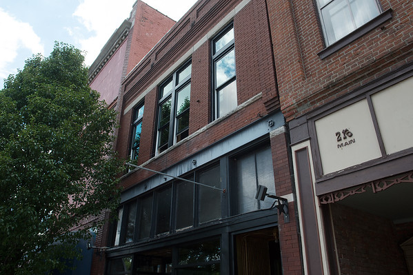 New upper windows have been installed at the Frosted Cakerie, as seen on Friday.<br /> Globe   Roger Nomer