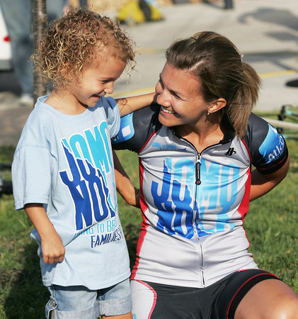 Globe/Roger Nomer<br /> Melissa Hogan says goodbye to her daughter Ava, 4, as she departs on the JOMONOLA bike ride to New Orleans on Thursday.