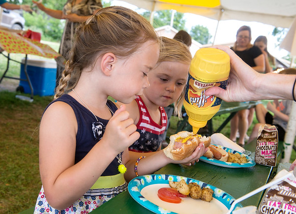 Globe/Roger Nomer<br /> Sisters Tenley, left, and Reese, 4, Strahan, Carl Junction eat on Tuesday at the Webb City Farmers Market.