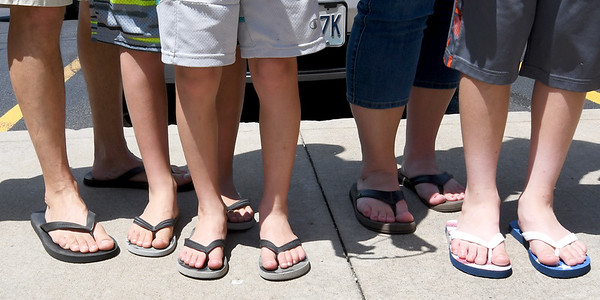 Scores of flip flop-clad guests line up for free smoothies in honor of National Flip Flop Day on Friday at the Tropical Smoothie Cafe.<br /> Globe | Laurie Sisk