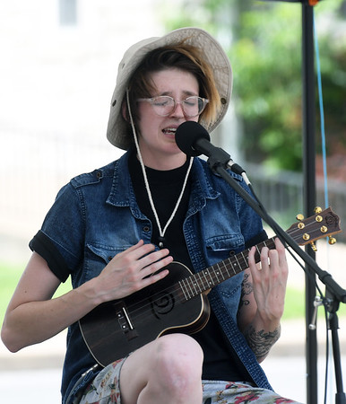 Jes Melonas, of Joplin entertains visitors at Celebrate Neosho on Saturday on the Neosho Square. The event kicks off a host of Fourth of July events in the Four State area.<br /> Globe | Laurie Sisk