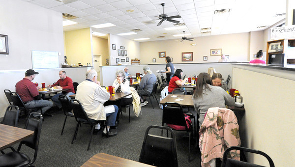Diners enjoy a smoke-free lunch on Wednesday at Granny Shaffer's Restaurant, 1651 W. 7th St. The restaurant recently decided to prohibit smoking within the restaurant.<br /> Globe | Laurie Sisk