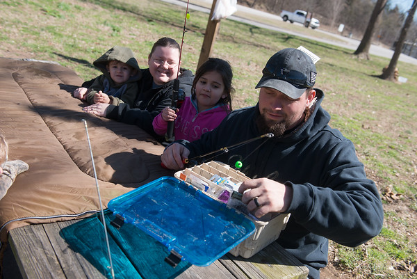 Globe/Roger Nomer<br /> Don Ellis, Gravette, Ark., and his family (from left) Roger, 3, Rebecca and Ama, 7, Jasso prepare for an afternoon of fishing at the the Roaring River State Park campgrounds on Wednesday.