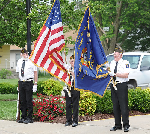 A color guard from the VFW Post 704 pay their respects as the body of sailor Dale Pearce, who perished 75 years ago while serving with the Navy at Pearl Harbor, arrives at the Carson-Wall Funeral Home in Parsons.<br /> Globe | Laurie Sisk