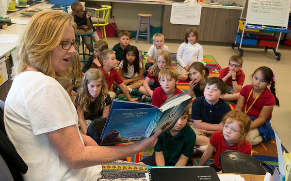 Globe/Roger Nomer<br /> St. Mary's Elementary first-grade teacher Lorrie Estrada reads to her students on Thursday, April 14.