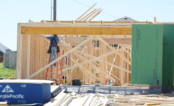 Construction continues on a new home by Schuber Mitchell homes near 25th and Jackson streets.<br /> Globe | Laurie Sisk
