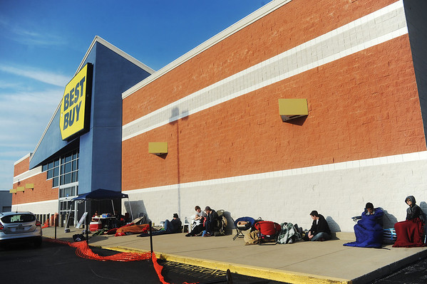 Globe/Roger Nomer<br /> A line winds around Best Buy on Thursday afternoon as people wait for the opening of the store for Black Friday sales on Thursday evening.