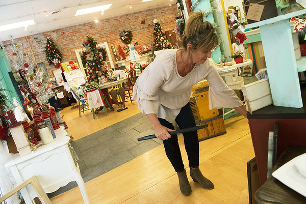 Globe/Roger Nomer<br /> Shelly Melton puts out Christmas signs at That One Place on Friday in downtown Joplin.